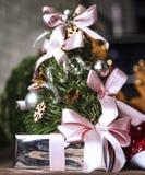 Foto festiva de la Navidad en el interior casero fotografía de archivo