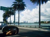 Foto från bilfönstret förresten till Miami, Florida fotografering för bildbyråer