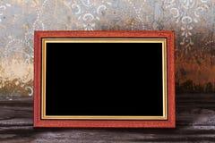 Foto-frame na tabela velha Imagens de Stock Royalty Free