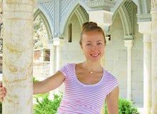Foto gemacht in Georgia Das Mädchen lächelt lizenzfreies stockfoto