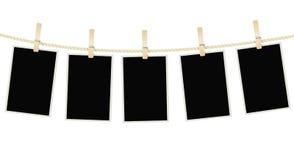 Foto gestaltet das Hängen an einem Seil mit Wäscheklammern Stockbild
