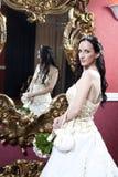 Foto glamoroso de uma noiva moreno bonita no hotel Imagem de Stock
