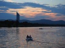 Foto hermosa de la puesta del sol de un río imágenes de archivo libres de regalías