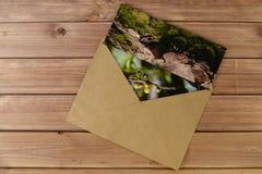 Foto i ett kuvert Fotografering för Bildbyråer