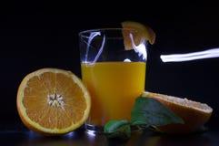 Foto i ljus målning av orange fruktsaft Royaltyfri Fotografi