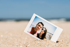 Foto inmediata polaroid de pares jovenes Imagenes de archivo