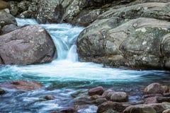 Foto lenta dell'otturatore del fiume di Figarella a Bonifatu in Corsica Immagine Stock
