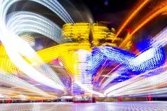 Foto longa da exposição, fuga de luzes abstrata da rotação colorida imagem de stock royalty free