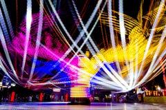Foto longa da exposição, fuga de luzes abstrata da rotação colorida fotografia de stock