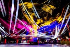 Foto longa da exposição, fuga de luzes abstrata da rotação colorida fotos de stock royalty free