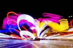 Foto longa da exposição, fuga de luzes abstrata da rotação colorida fotos de stock