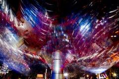 Foto longa da exposição, fuga de luzes abstrata da rotação colorida foto de stock