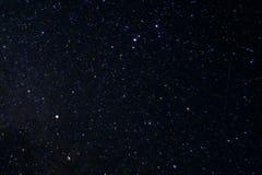 Foto longa da noite da exposição Muitas estrelas com constelações Longe da cidade imagens de stock