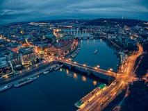 Foto lunga di esposizione città aerea di Praga di vecchia immagini stock