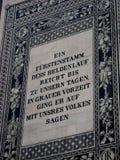 Foto macra con el fondo de la inscripción de la procesión mural del ` de la pared histórica del ` de los príncipes en la vieja pa imagen de archivo libre de regalías