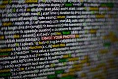 Foto macra de la pantalla de ordenador con código fuente del programa y BORRADO destacado SU inscripción de las FOTOS en el centr foto de archivo libre de regalías