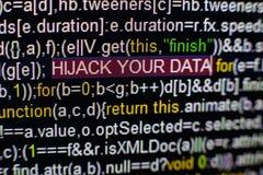 Foto macra de la pantalla de ordenador con código fuente del programa y SECUESTRO destacado SU inscripción de los DATOS en el cen imagen de archivo libre de regalías