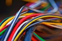 Foto macra de los muchos cable colorido Foto de archivo libre de regalías