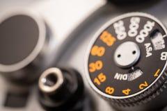 Foto macra de SLR de c?mara del dial antiguo viejo del obturador fotografía de archivo libre de regalías