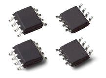 Foto macro bilateral de uma microplaqueta do microcontrolador em um pacote de SOIC SOP8 Foto de Stock