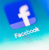 Foto macro do sinal do facebook e barra da busca no telefone celular Imagens de Stock Royalty Free