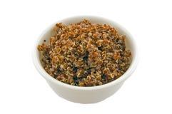 Foto a macroistruzione della ciotola bianca di quinoa fotografie stock
