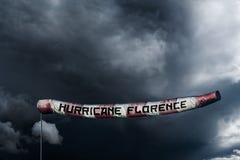 A foto manipulou a imagem de um windsock longo extra que mostra o poder do furacão Florença foto de stock