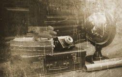 Foto mit gealterten Effekt Weinlese-Reisendeinzelteilen Stockbilder