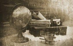 Foto mit gealterten Effekt Weinlese-Reisendeinzelteilen Stockfotografie