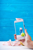 Foto mit smarphone mit Eignungskonzept auf einem Schirm Lizenzfreie Stockfotos