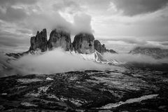 Foto monocromatica della montagna di Tre Cime Immagini Stock Libere da Diritti