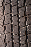 Foto negra usada muy vieja de la macro del neumático Fotografía de archivo