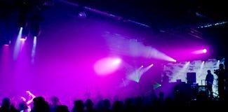 Foto panorámica de la gente en el concierto Fotografía de archivo