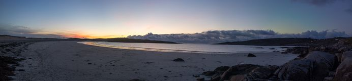Foto panorámica de la puesta del sol Dogbay, Galway - Irlanda Fotos de archivo