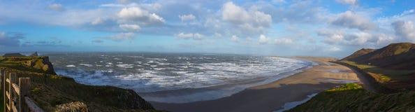 Foto panorámica del día soleado en la cabeza del gusano de la playa Imagenes de archivo