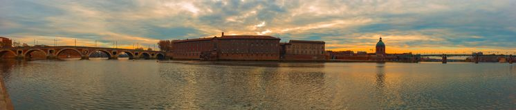 Foto panorámica del hospital crepuscular Dieu de Toulouse Imagen de archivo libre de regalías