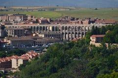 Foto panorámica hermosa del centro de Segovia y de su acueducto en Segovia Arquitectura, viaje, historia foto de archivo