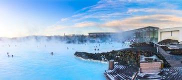 Foto panorâmico da lagoa azul em Islândia Fotos de Stock Royalty Free