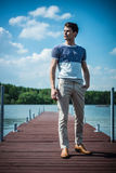 Foto panorâmico do homem considerável no lago Imagem de Stock Royalty Free