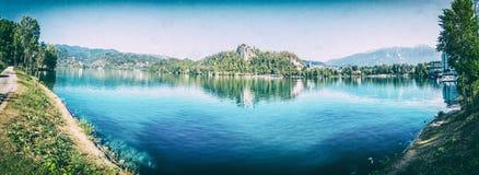 Foto panorâmico do lago sangrada, filtro análogo fotos de stock