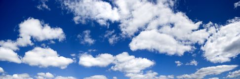 Foto panoramica del cielo blu Fotografie Stock