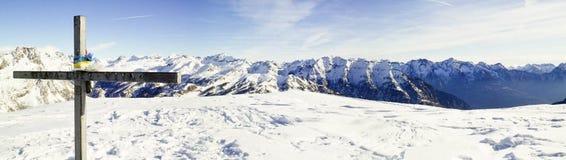 Foto panoramica del paesaggio della montagna nel ` Ossola, sviluppatore di Val d di Alpe Fotografia Stock