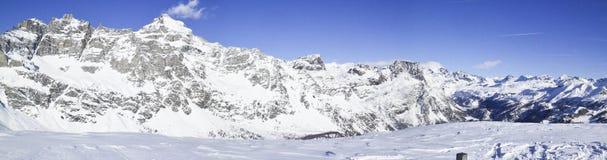 Foto panoramica del paesaggio della montagna nel ` Ossola, sviluppatore di Val d di Alpe Immagini Stock