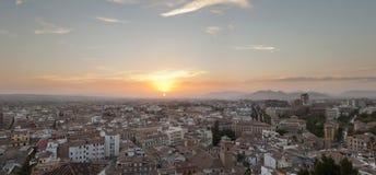 Foto panoramica della città di Granada al tramonto. Immagini Stock