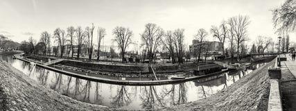Foto panoramica di lungomare in Esztergom, incolore Fotografie Stock