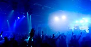 Foto panorámica de la gente en el concierto Fotos de archivo libres de regalías