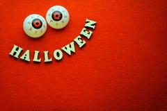 A foto para helloween o partido no fundo vermelho imagem de stock