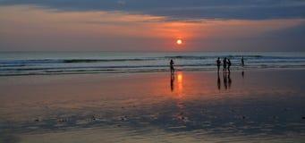 Foto pasada del día en la playa de Legian, Bali Foto de archivo libre de regalías