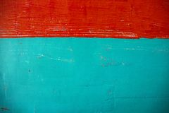 Foto pintada vermelha e verde da parede Painted escovou a textura Close up sujo do muro de cimento Fundo rústico da arquitetura foto de stock royalty free
