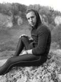 Foto preto e branco da excursão trekking do outono fotos de stock royalty free